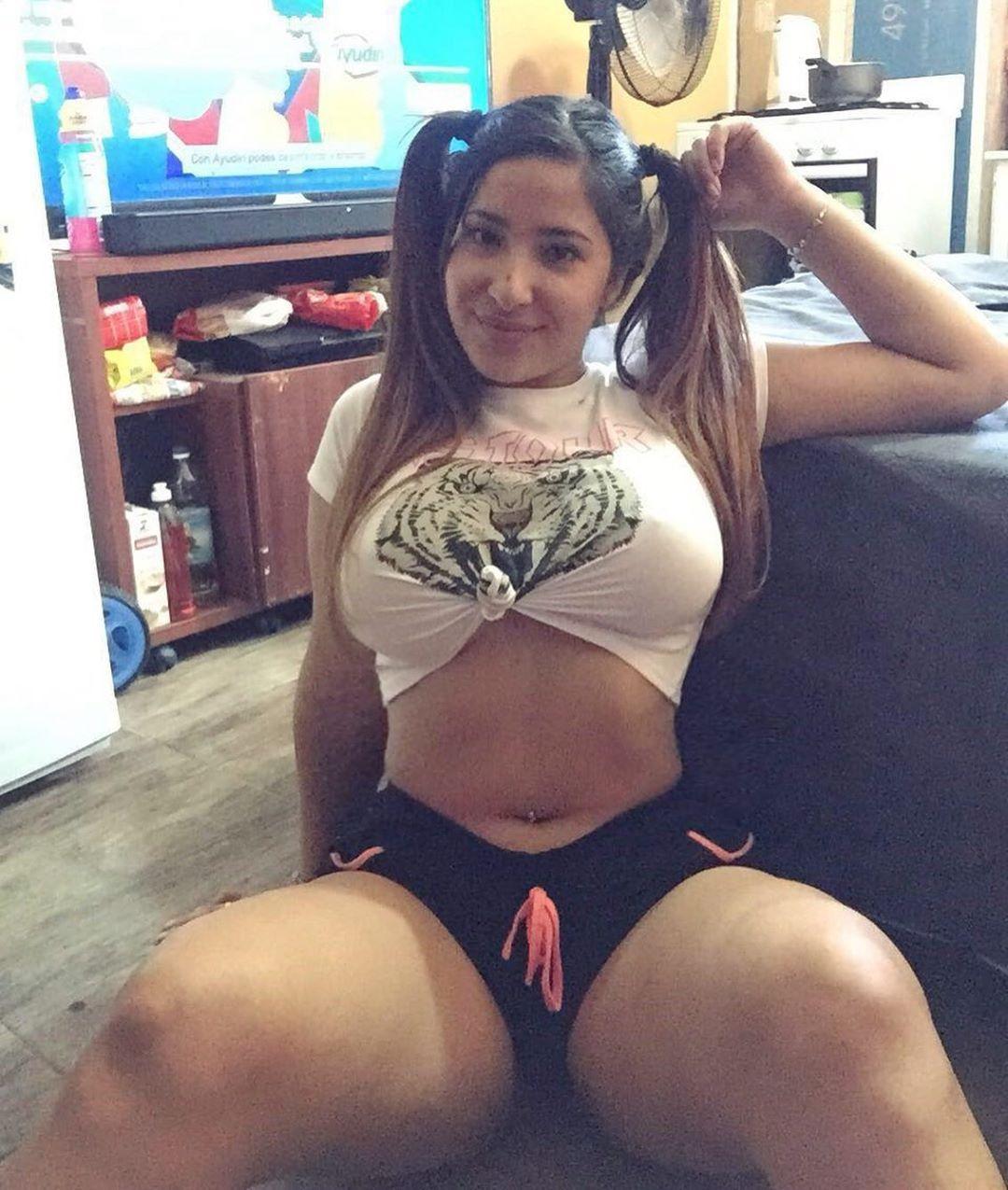 Meli. Una chica Argentina Voluptuosa muy cachonda. Fotos+Videos 2