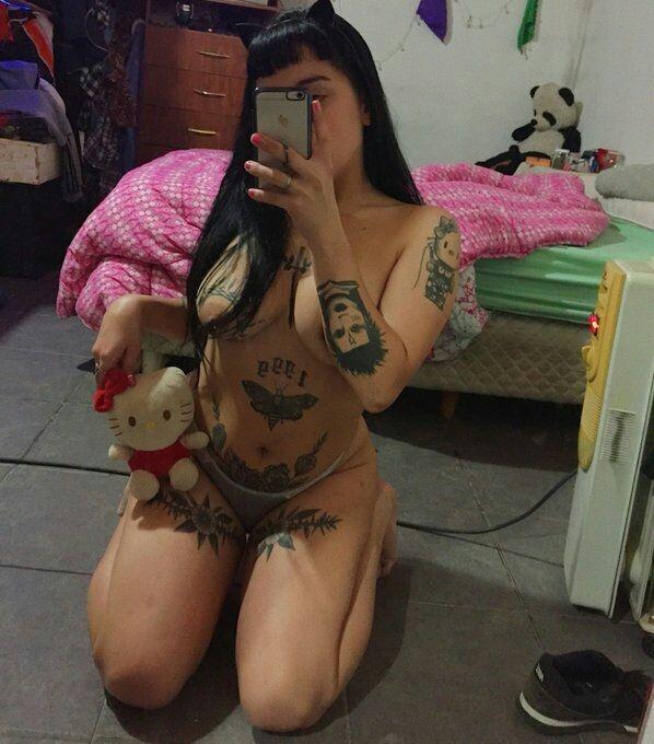 Onlyfans de hermosa tetona tatuada + VIDEOS COGIENDO 2