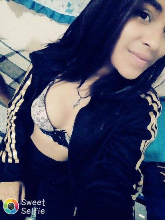 Morrita Caliente deja expuesto su Pack de fotos Desnuda. 1