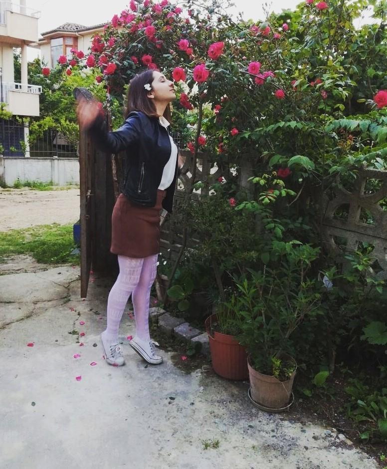 Aleyna Handal Rica Jovencita Mostrando las tetas 13