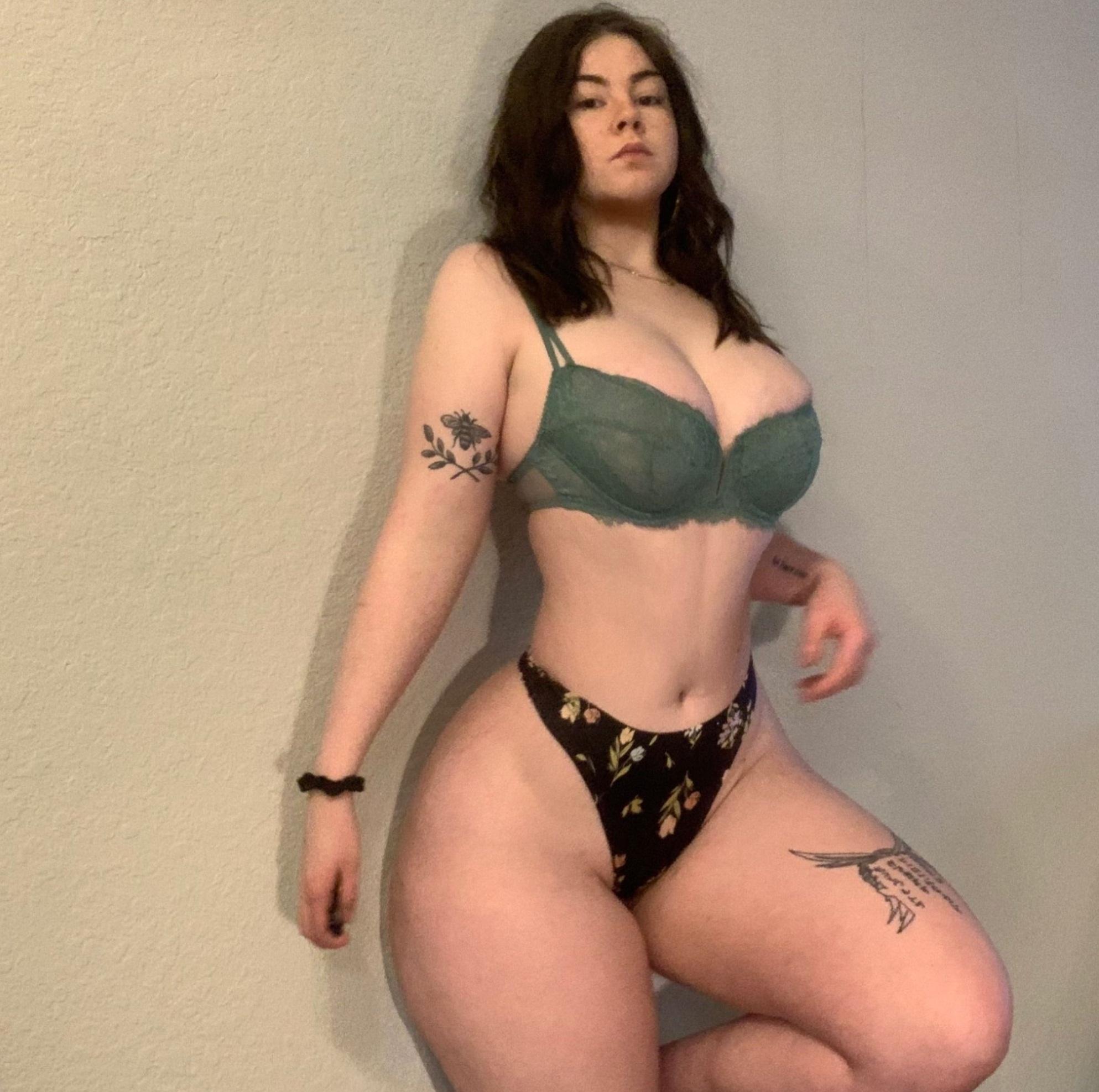 Suculento cuerpo de Kunny fotos + nudes 2
