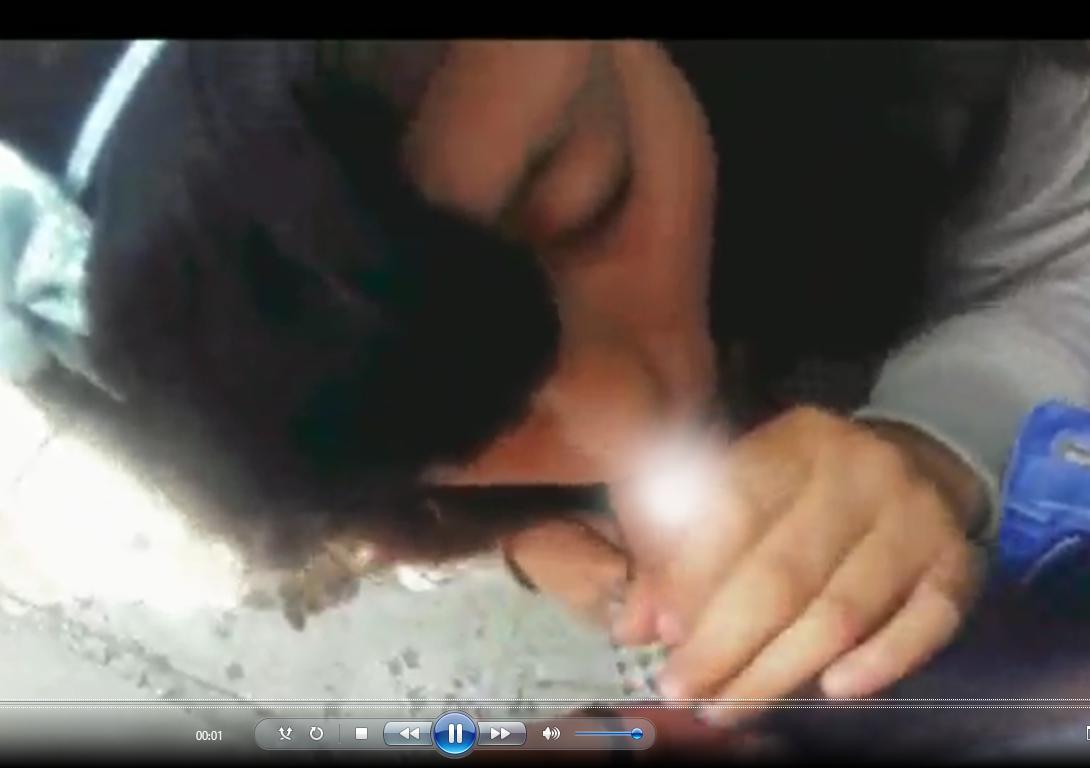 Morrita colegiala es atrapada Mamando después de clases. Video xxx 1