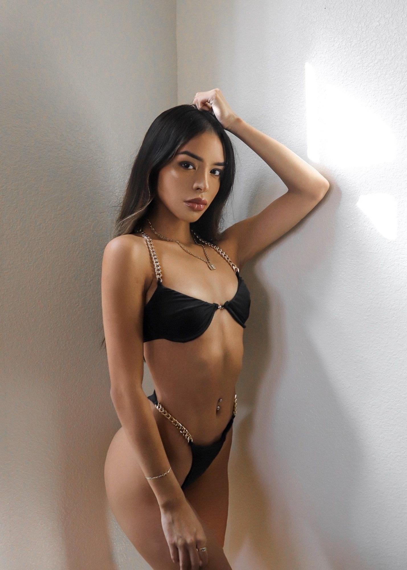 Suculento cuerpo de Angelina fotos + nudes 1