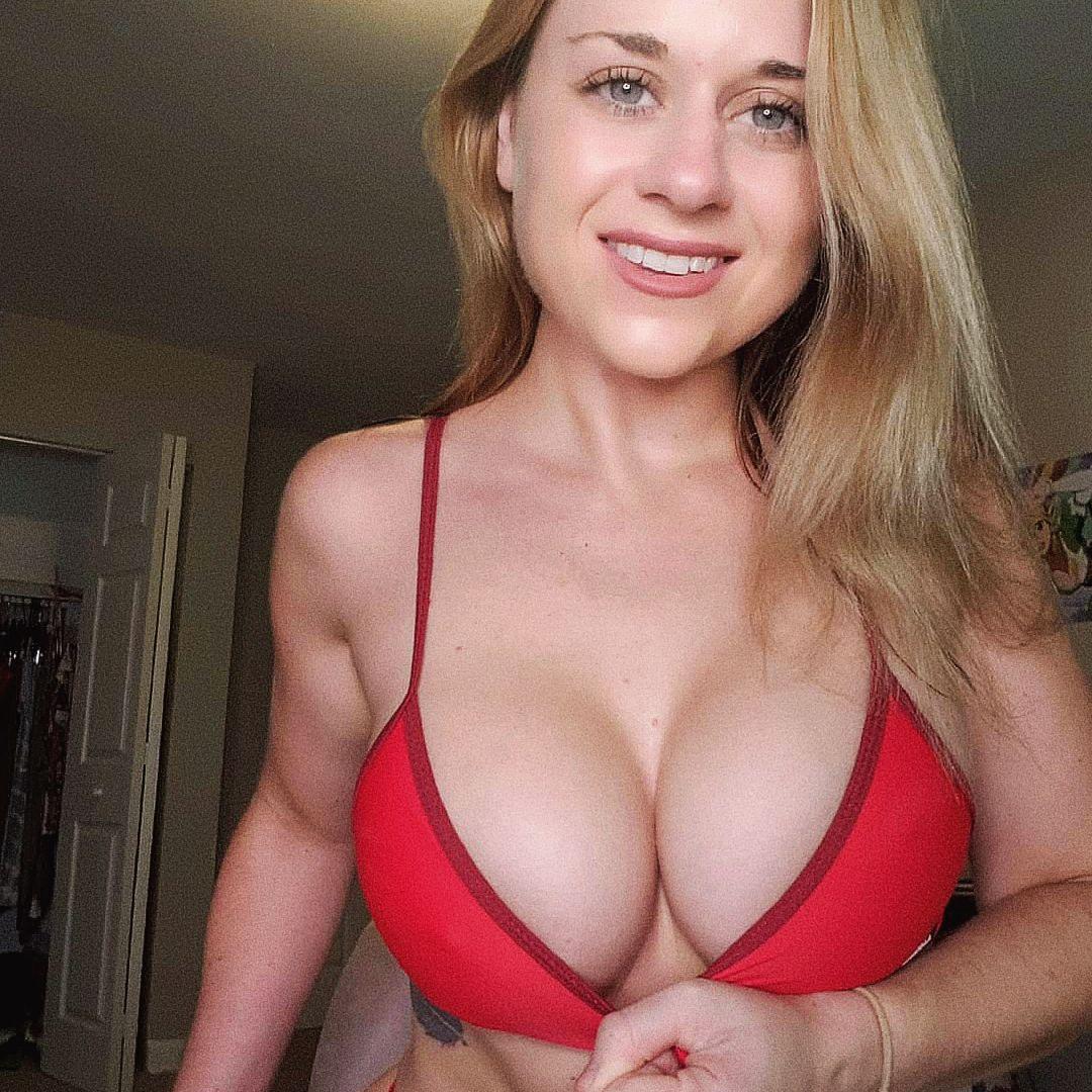 Grandes tetas de hermosa mujer Lindsey + video 1