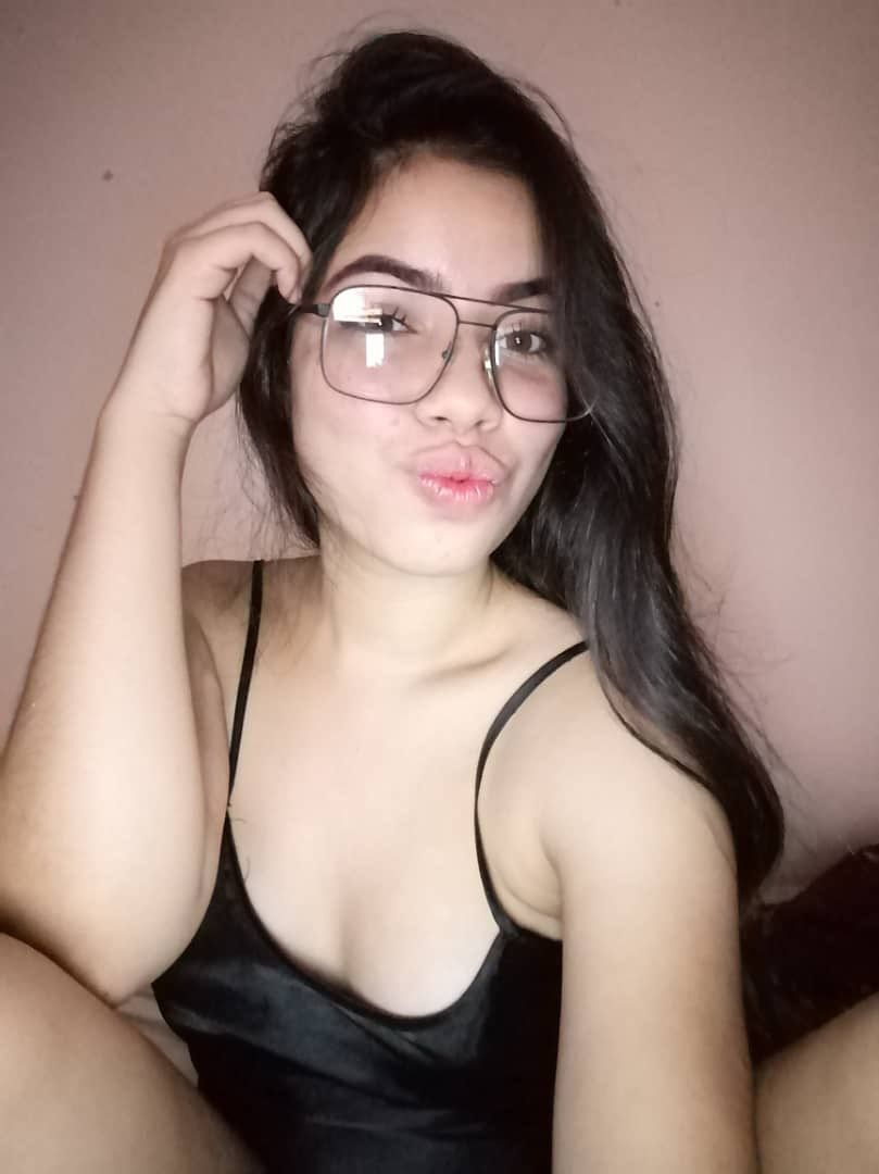 Pack de hermosa Morra con lentes 1