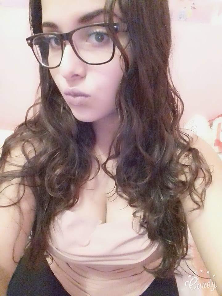 Pack de chica de lentes con grandes tetotas + vídeo 13