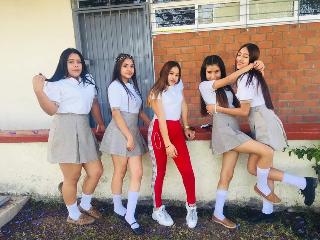 Pack de Rica colegiala Mostrando el culo 14