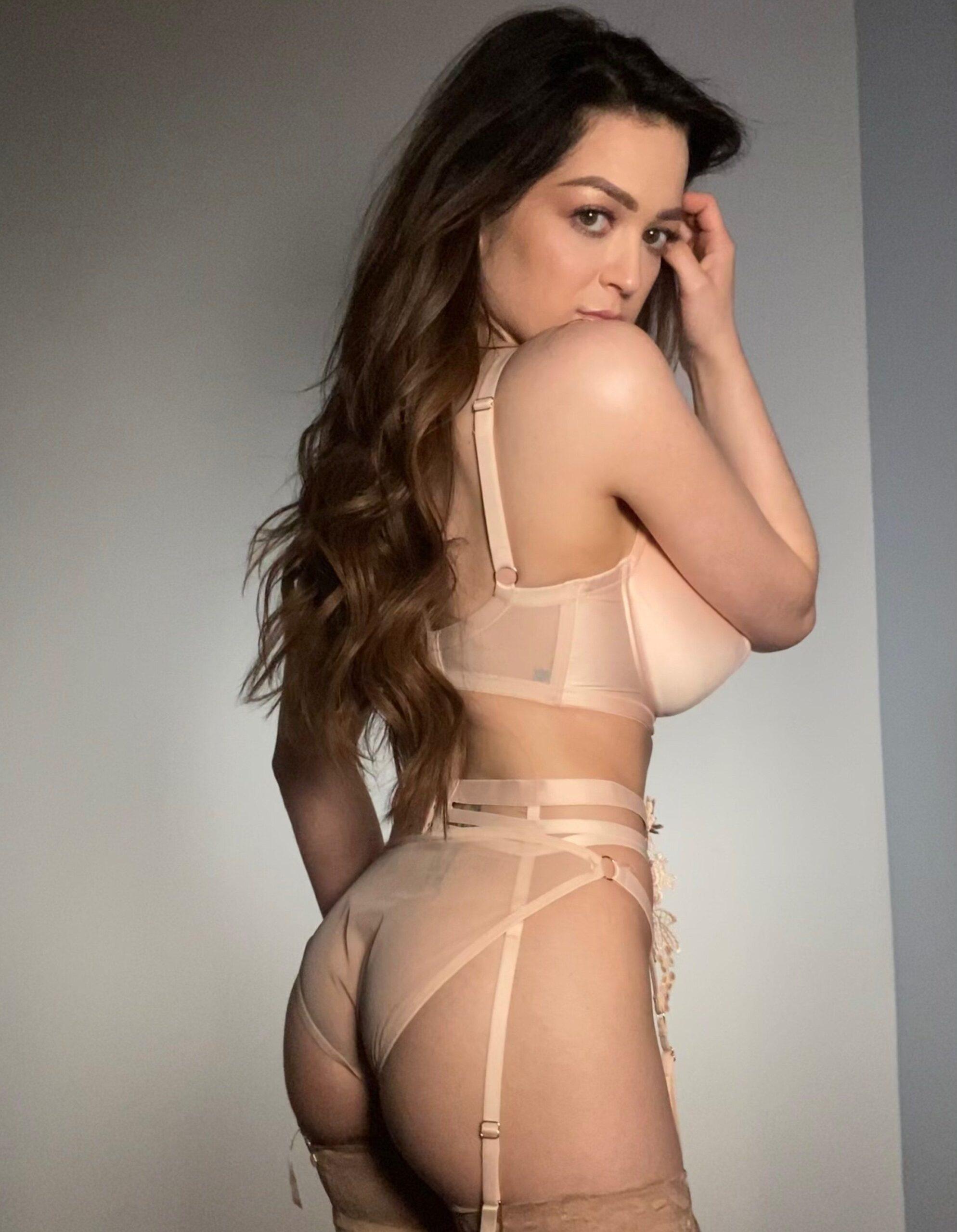 Exuberante mujer Tessa Fowler + nudes 1