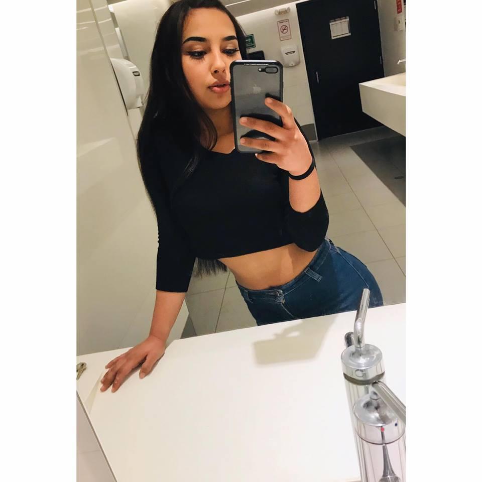 Hermosa Teen Morena con Ricas Tetas [+NUDES] 1