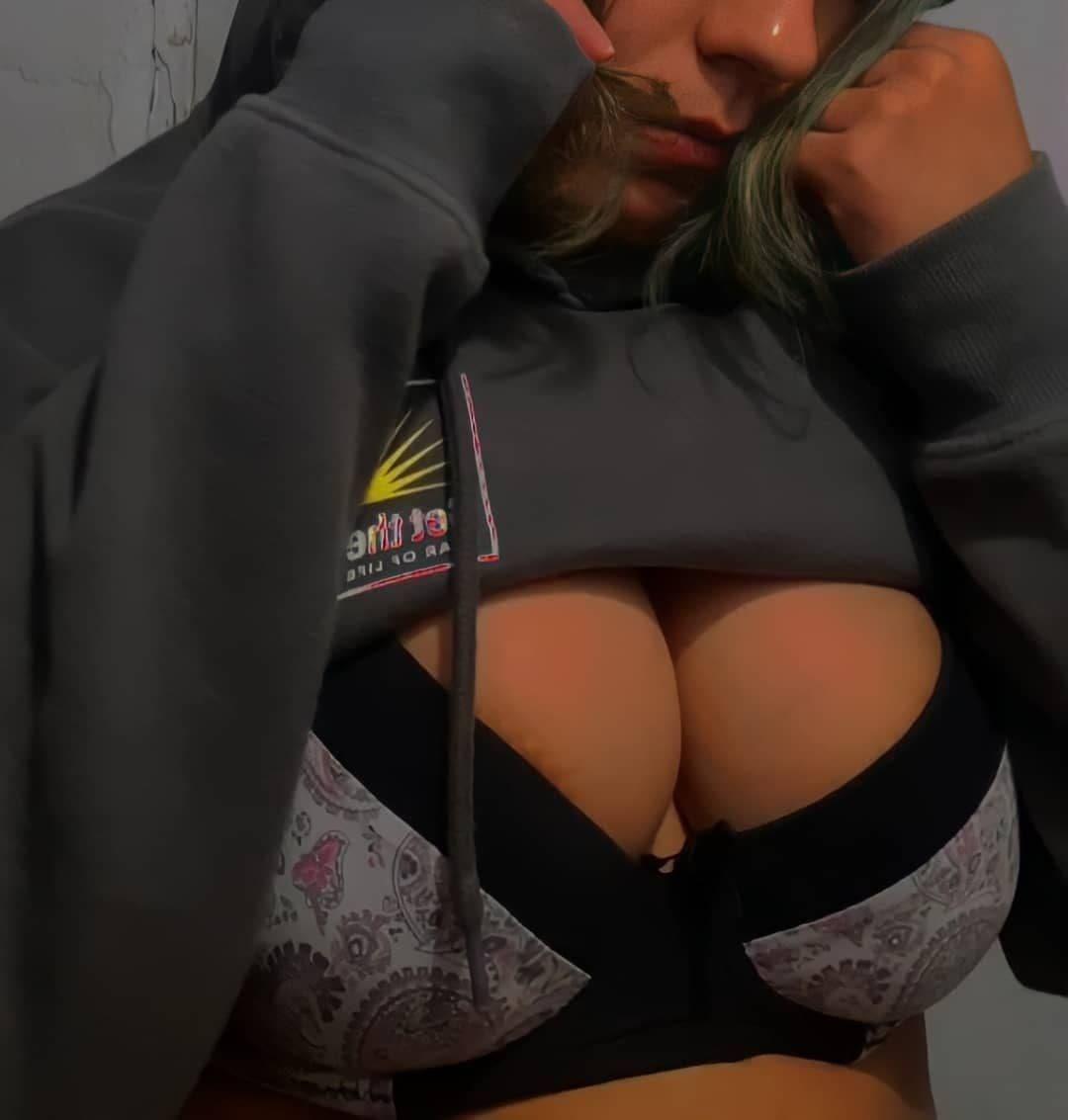 PACK casero de Adolescente Tetona + NUDES Y VIDEOS 3