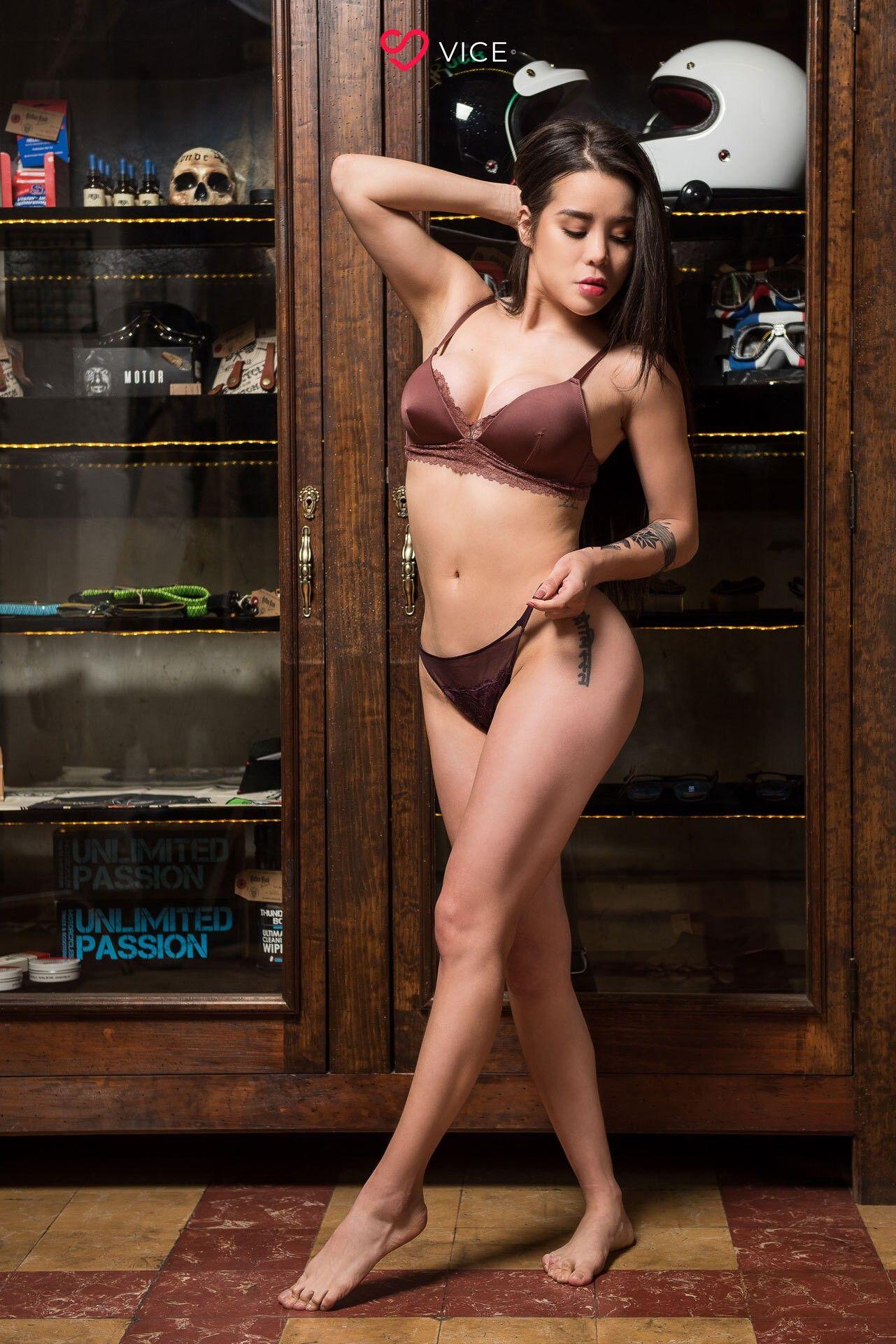 Flaca Andy Carol con pack exquisito de nudes jugosas.! 1
