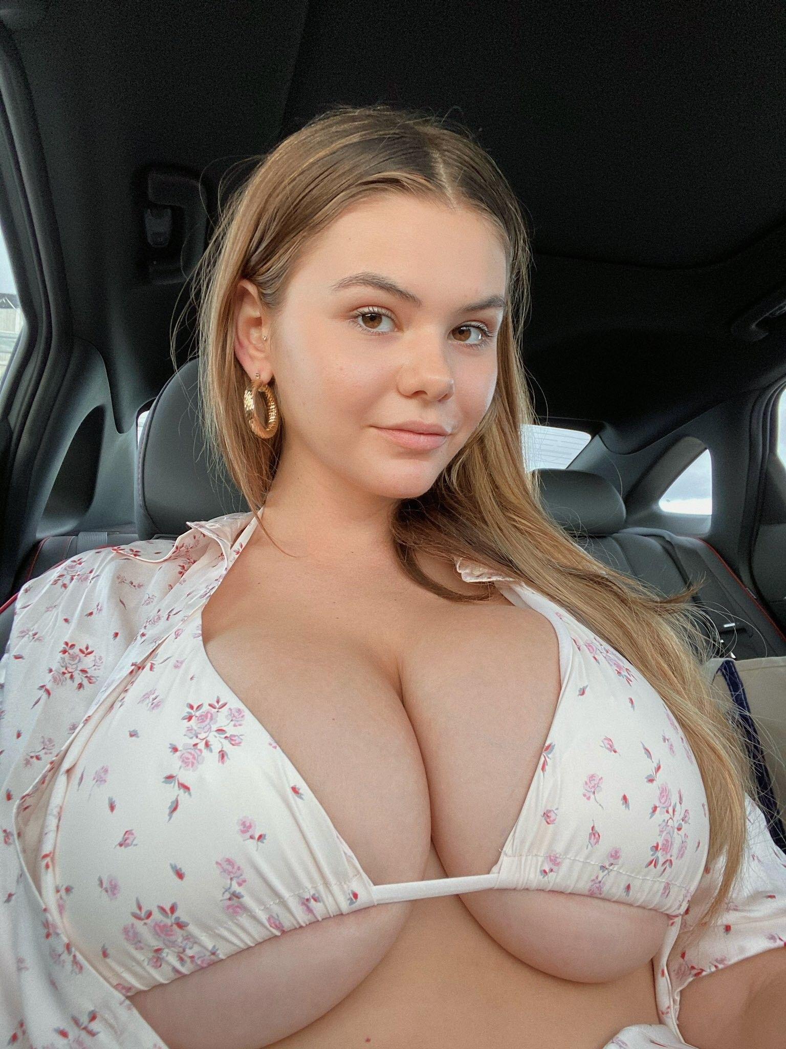 Tetona Ashley y su pack de nudes ricas. Fotos+ 2
