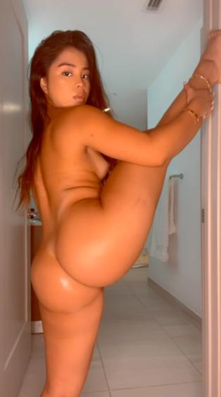 Cindy Patricia Marques + Videos En El Baño Masturbándose 13
