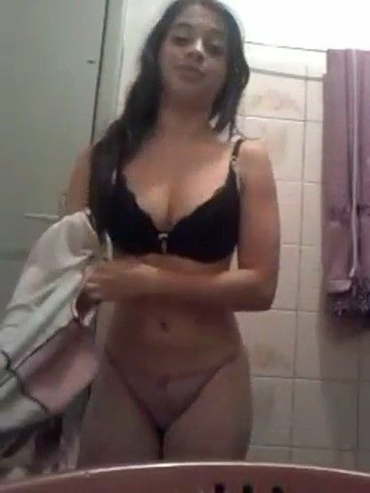 Colegiala preciosa se desnuda para su novio en pack ricolino.! Fotos+ Video. 2