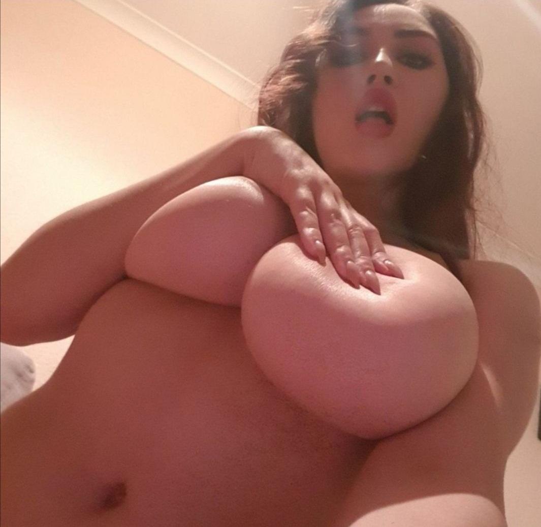 Chica sabrosa con ricas tetotas 16