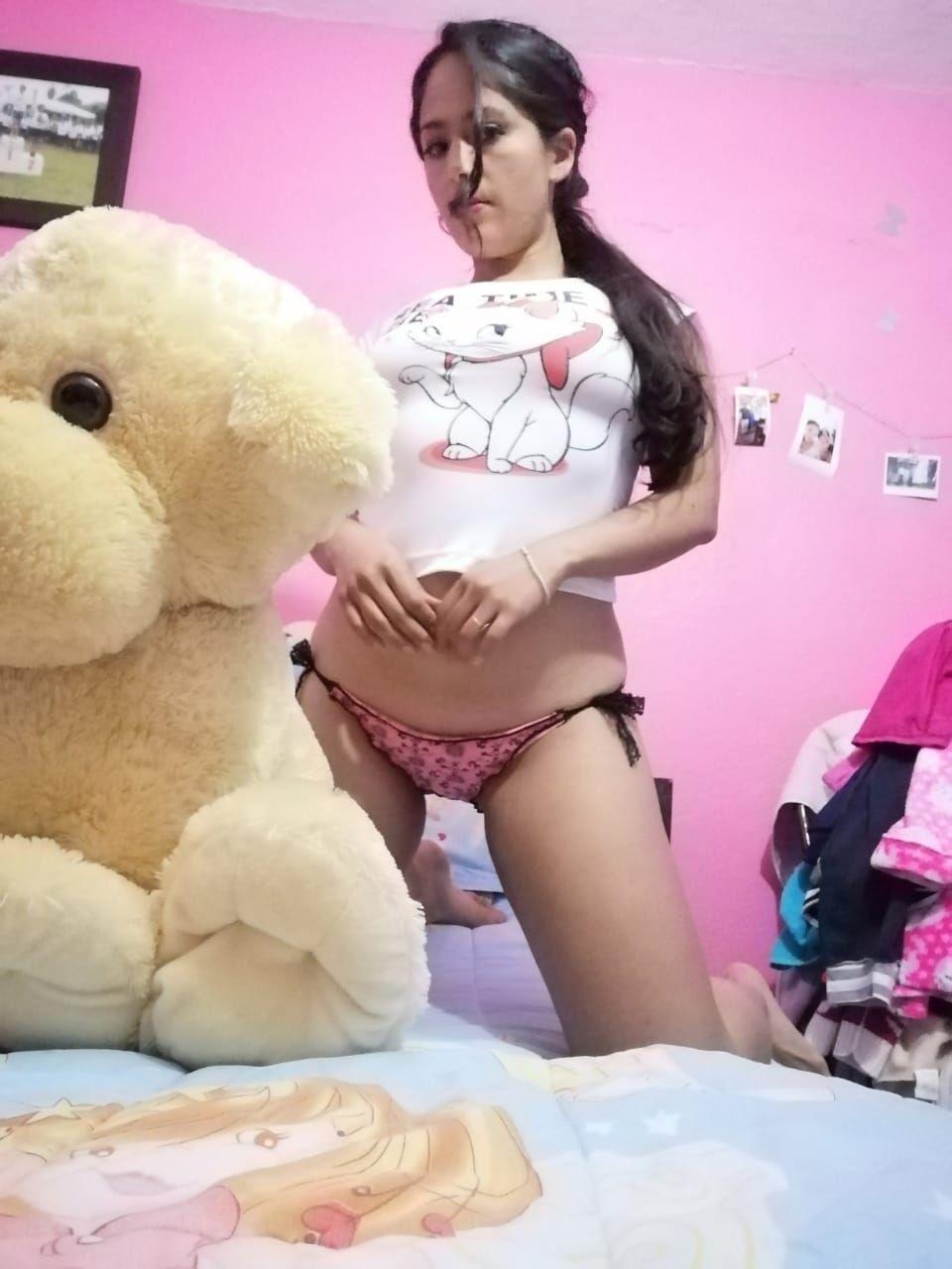 Bella joven Gaby Flores + nudes 2