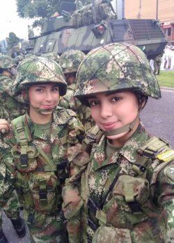 Pack de Militar tetona + NUDES Y VIDEO COGIENDO A ESCONDIDAS 19