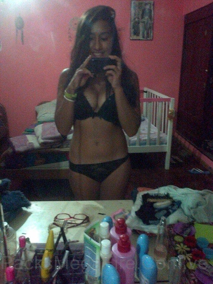 Estefani Días. Morenita Full nudes con rico pack de nudes candentes y videos xxx. 2