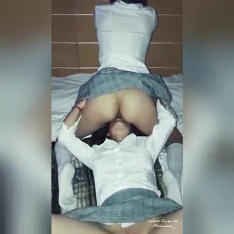Video Colegialas lesbianas Mamando concha 16