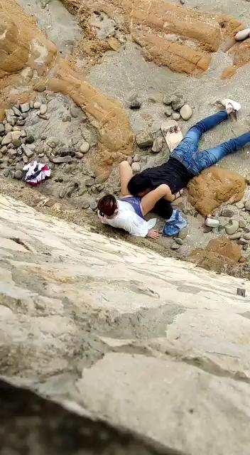 Los Pillan cogiendo en la playa rico le mama la panocha + 2 videos 13